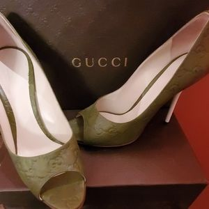 GUCCI logo embossed pumps